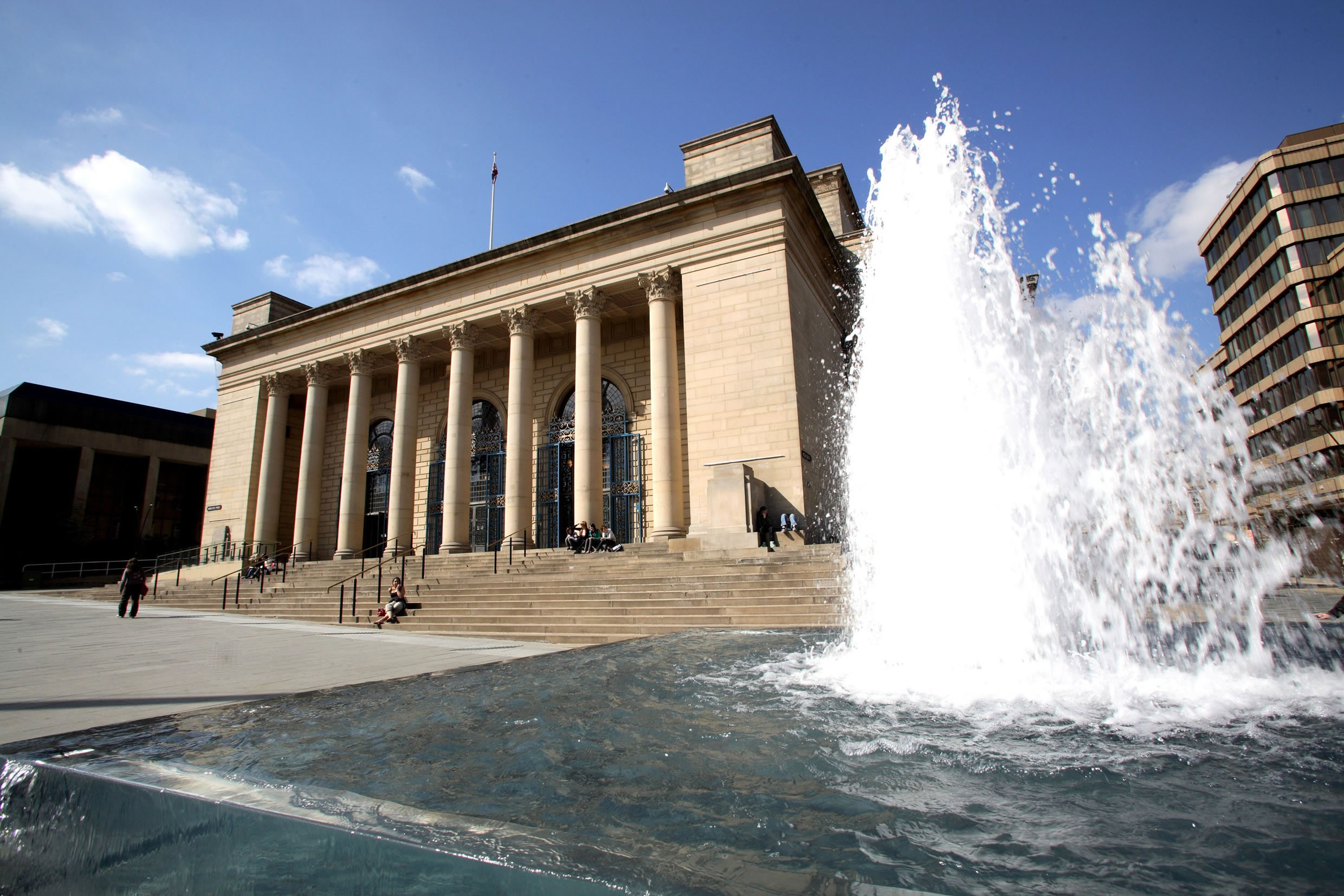 Sheffield City Hall and fountain